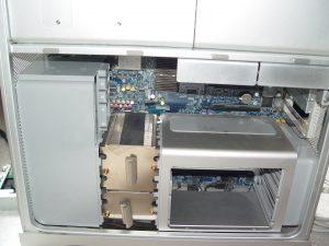 L'espace autour de l'unité de ventilation avant étant libéré, on peut procéder à son extraction