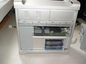 Tout est bien ordonné, et semble facilement accessible. C'est une machine qui a été conçue pour être démontée !