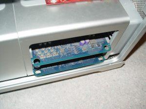 Les cartes RAMs sont pourvues de trous facilitant leur extraction